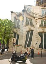 "<p>The famous ""Melting building"" in Paris uses optical illusion techniques / Flickr user EverJean</p>"