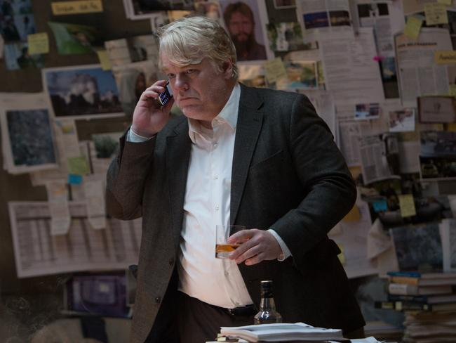 Philip Seymour Hoffman plays German surveillance analyst Gunther.