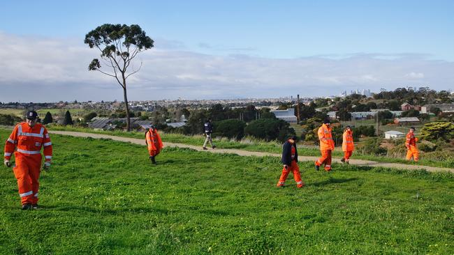 SES searching behind the Ristevski's house at Avondale Heights for missing Karen Ristevski. Picture: Hamish Blair