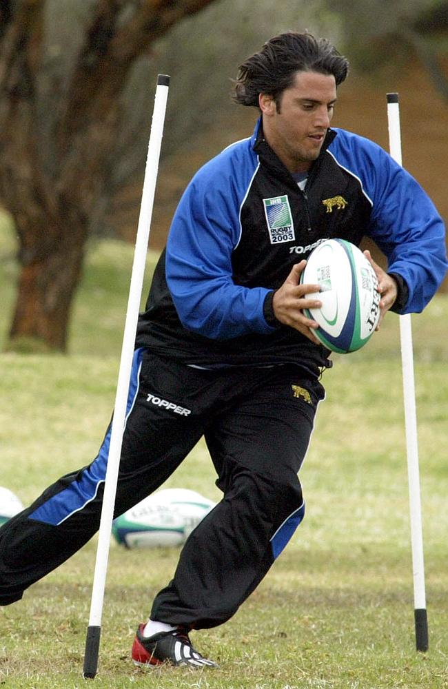 Pichot trains at the Randwick army barracks in Sydney ahead of the 2003 Rugby World Cup.