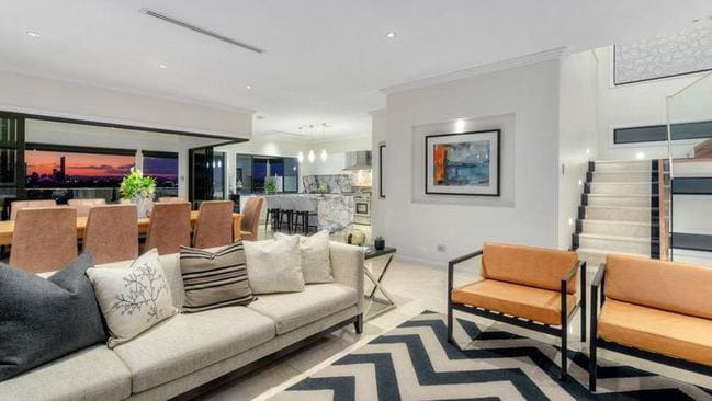 Inside 8 Wentworth Pde, Balmoral