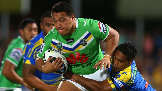 Josh Papalii is tackled by Chris Sandow.