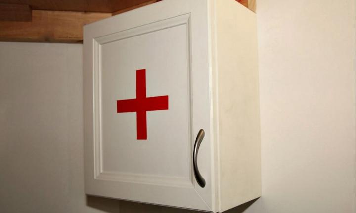 Make a red cross medicine chest