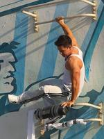 <p>Mark Wahlberg flexes his guns while filming scenes in Miami for his latest upcoming flick, <em>Pain and Gain.</em> Picture: Snappermedia</p>