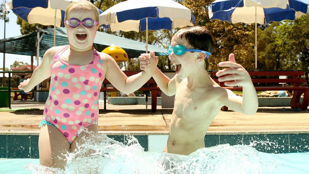 Heatwave drives thousands to the pools news local for Stanhope swimming pool opening hours