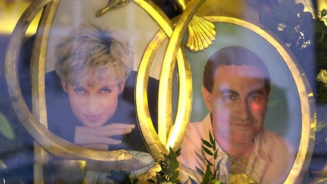 AUGUST 31, 2002 : One of the main windows at Harrods department store in London, 31/08/02, dedicated to Princess Diana and Dodi Fayed who died in a car crash in Paris five years ago. Dodi Fayed was the son of the store's owner Al Fayed. England / Shopping / Shop