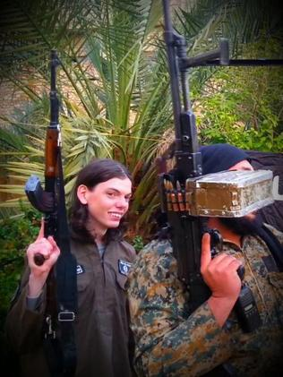 Melbourne's Jake Bilardi carrying a gun in Syria.