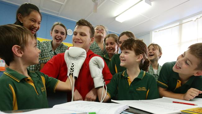 Boxer and teacher Jeff Horn with his students from Pallara State School