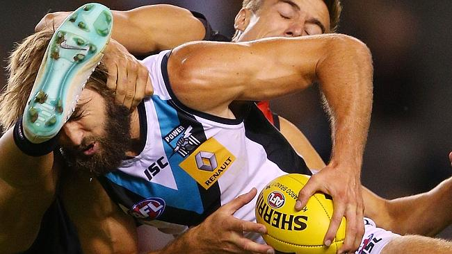 Essendon tried almost everything to stop Justin Westhoff. Photo by Michael Dodge