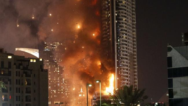 Dubai hotel blaze couple posed for selfie as skyscraper for Best hotels in dubai for couples