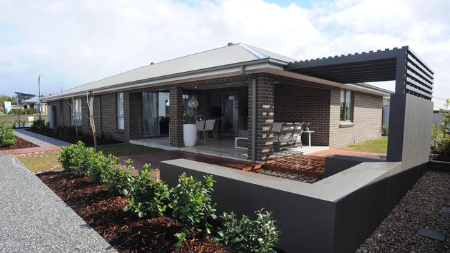 Single storey is the practical choice for the busy family for Allworth home designs