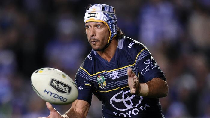 Johnathan Thurston of the Cowboys passes the ball during the round 25 NRL match between the Canterbury-Bankstown Bulldogs and the North Queensland Cowboys at Belmore Sports Ground in Sydney on Thursday, Aug. 25, 2016. (AAP Image/Paul Miller) NO ARCHIVING, EDITORIAL USE ONLY