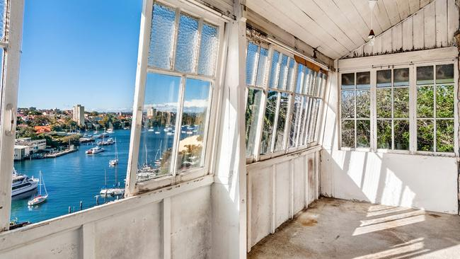 14 The Avenue, North Sydney sold under the hammer for $2.75 million.