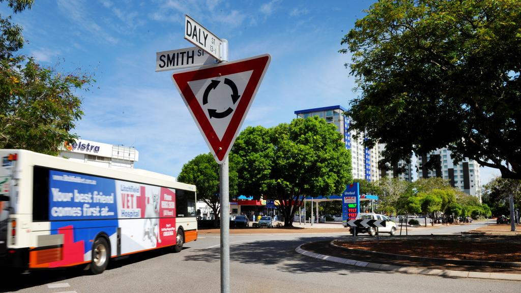 Darwin council votes to replace roundabout with traffic ...