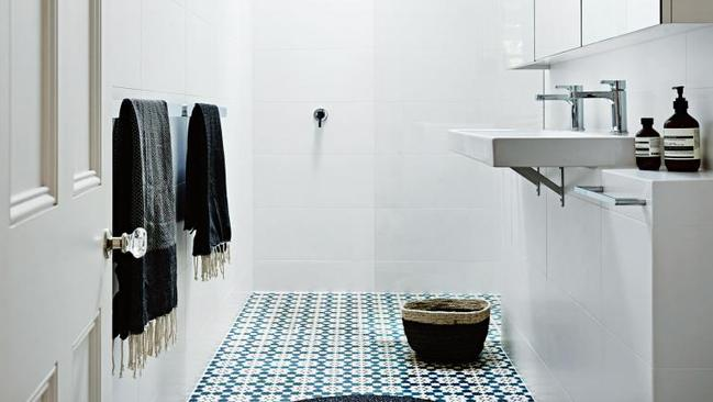 How to make a small bathroom look bigger perthnow for Small bathroom looks