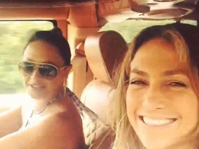 Besties ... Leah Remini and Jennifer Lopez on their road trip.