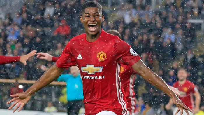 Manchester United's English striker Marcus Rashford celebrates after scoring their late winning goal during the English Premier League football match between Hull City and Manchester United at the KCOM Stadium in Kingston upon Hull, north east England on August 27, 2016. Manchester united won the game 1-0. / AFP PHOTO / Lindsey PARNABY / RESTRICTED TO EDITORIAL USE. No use with unauthorized audio, video, data, fixture lists, club/league logos or 'live' services. Online in-match use limited to 75 images, no video emulation. No use in betting, games or single club/league/player publications. /