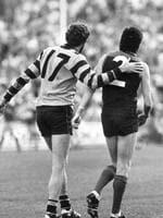 Michael Tuck consoles Robert Flower after the 1987 preliminary final.