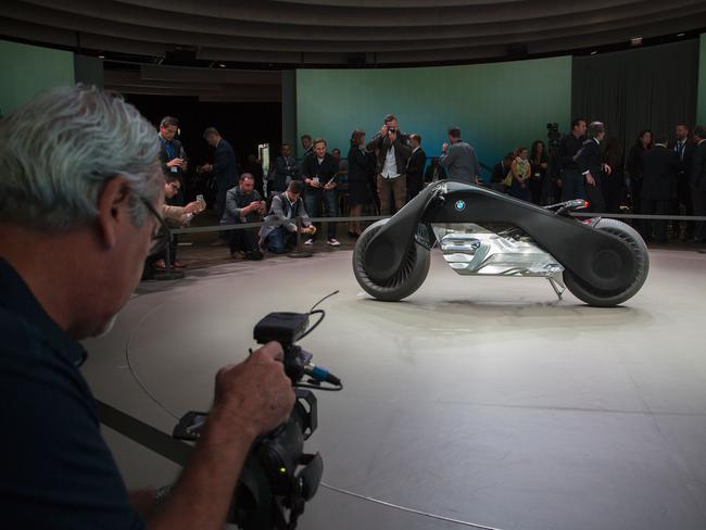 bmw motorrad vision next 100 motorcycle is self-balancing and