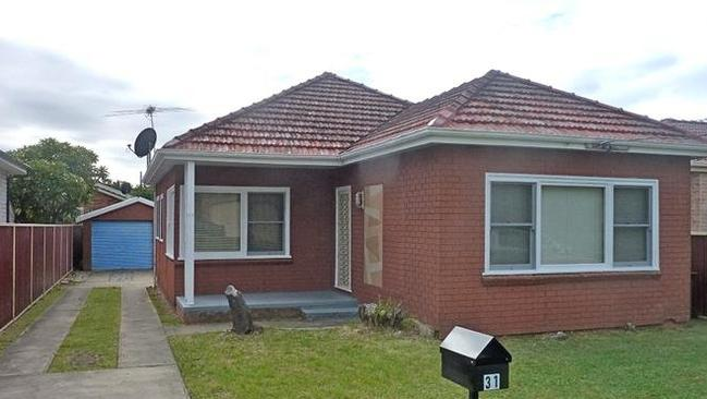 31 Berrille Rd Narwee, sold for $950,000.
