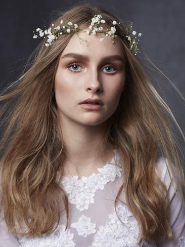 The 19-year old daughter of father Rob DeJonge and mother Robyn DeJonge, 160 cm tall Olivia DeJonge in 2017 photo