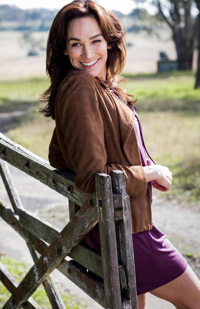 nicole da silva home and away