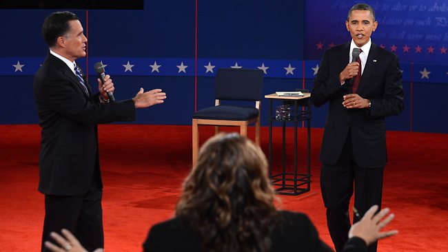 CNN's Candy Crowley (C) conducts the second presidential debate with US President Barack Obama (R) and Republican presidential candidate Mitt Romney (L) at the David Mack Center at Hofstra University in Hempstead, New York, October 16, 2012. TOPSHOTS AFP PHOTO / Saul LOEB