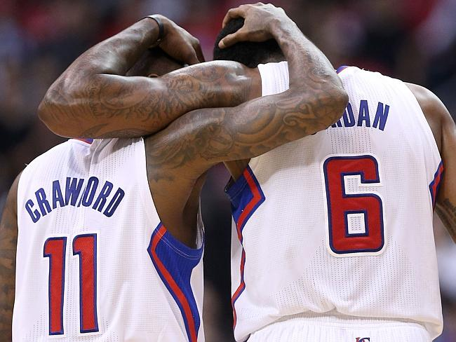 Clippers players band together.