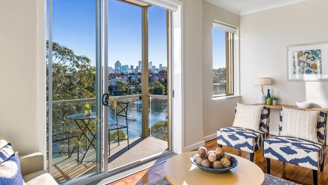 Unit 5 on 56 Milson Road in Cremorne Point sold for $1.29 million at auction, surpassing the vendor's reserve price by $220,000. Source: supplied.