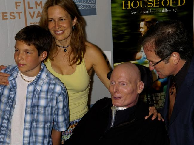 Close ... Actor Christopher Reeve (2nd r) with (l-r) son Will, wife Dana and actor Robin Williams for premiere of film House of D in May 2004.