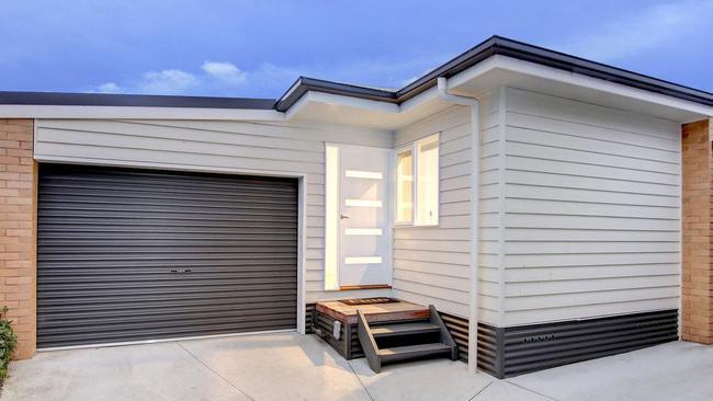 """<a href=""""http://www.realestate.com.au/property-unit-vic-dromana-124908338"""" target=""""_blank"""">3/74 Williams St, Dromana</a>, has a price guide of $385,000 to $425,000."""