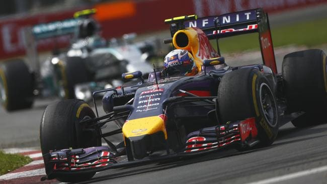 Ricciardo leads into the final lap in Canada.