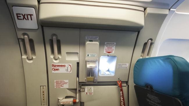 Is it possible to open a plane door mid-flight? & Can passengers open plane doors mid-flight? Pezcame.Com