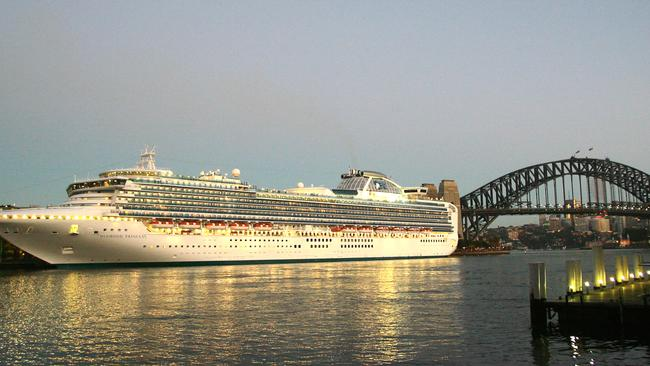 Cruise Passengers Left In Regulatory Limbo By Immigration Stuff Up - Sydney airport to cruise ship terminal