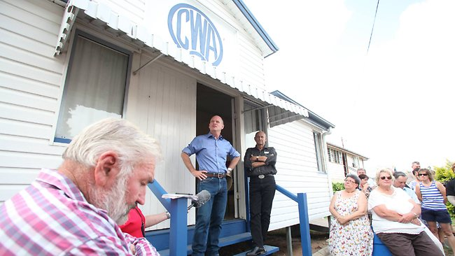 AFTERMATH: Premier Campbell Newman talks to locals in Gayndah. Picture: Adam Armstrong