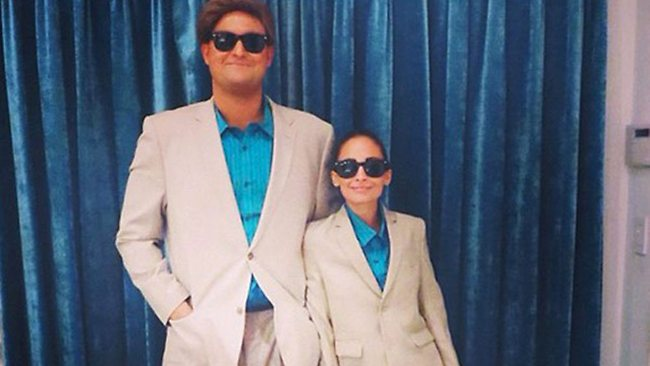 Nicole Richie and a friend dress up as Danny DeVito and Arnold Schwarzenegger in Twins.