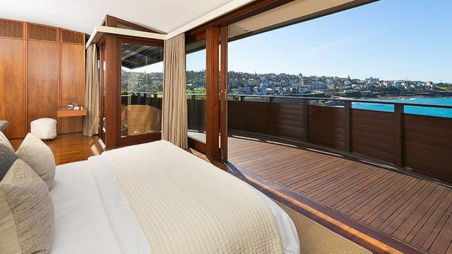 The beach side Bronte property owned by Sarah and Lachlan Murdoch has sold.