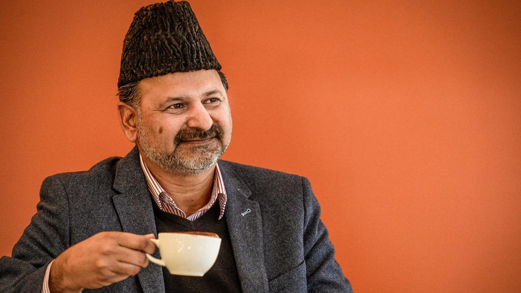 Imtiaz Ahmed from the Ahmadiyya Muslim Association wants to bring people together over a coffee. Picture:AAP/Roy Vandervegt
