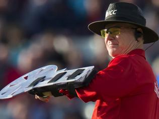 Umpire Bruce Oxenford wears a protective shield on his left arm during play in the second one day international (ODI) cricket match between England and Sri Lanka at Edgbaston cricket ground in Birmingham, central England, on June 24, 2016. England need to score 255 from their fifty overs to win the game. / AFP PHOTO / JON SUPER