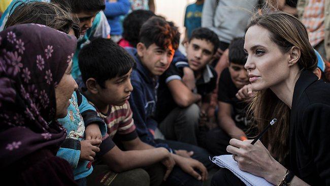 TOPSHOTS-JORDAN-SYRIA-REFUGEES-JOLIE
