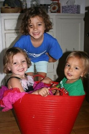 Lulu Krim, top, and her baby brother Leo, right, were found dead in the bathtub after they had been stabbed by their nanny. Picture: LiveJournal