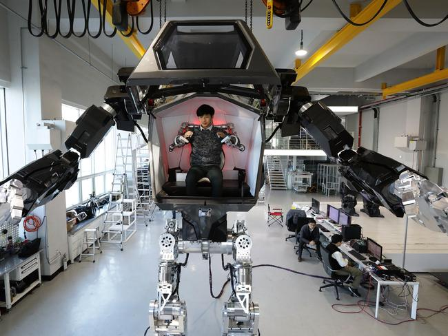 South Korean Manned Robot Takes First Baby Steps