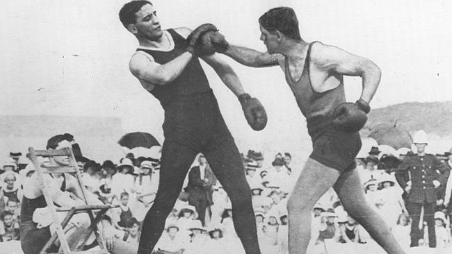 Les Darcy (R), known as the Maitland Wonder, sparing with his coach Dave Smith.