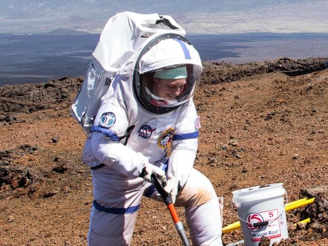 Scientists freed from 'Martian' dome