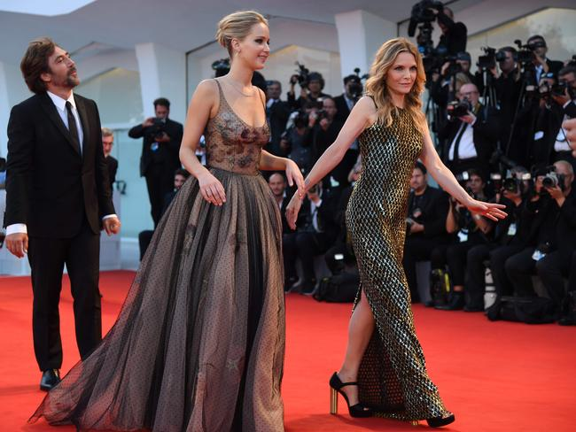 Mother movie: Michelle Pfeiffer stuns at the 2017 Venice ... Javier Bardem Children