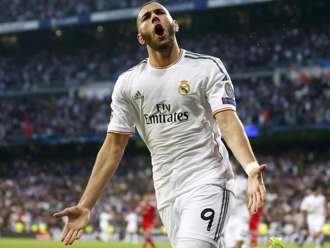 Real Madrid's Karim Benzema has extended his contract through to 2019.