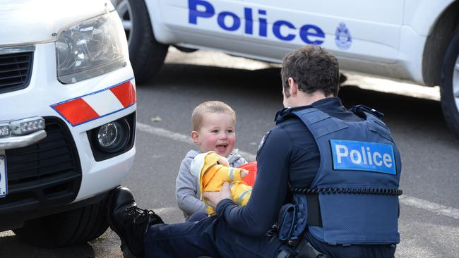 ferntree gully woman breaks leg trying to save young son trapped in car. Black Bedroom Furniture Sets. Home Design Ideas