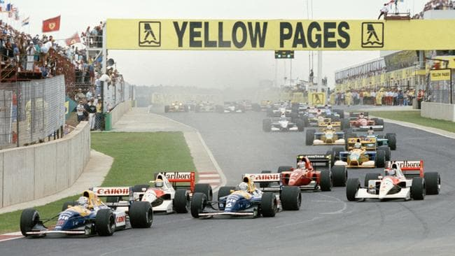 Mansell leads at the start of the 1992 South African GP.