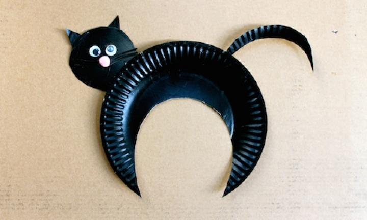 "22. Paper plate black cat  <p>Once you start with the paper plate thing, you can't stop. Well, I can't. You can make a whole cat out of one plate!</p> <p><a href=""http://www.kidspot.com.au/things-to-do/activities/paper-plate-black-cat"">See here for how to make a Paper plate black cat.</a></p>"