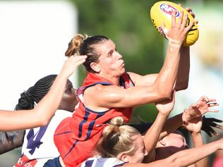 Adelaide Crows v Fremantle women's footy